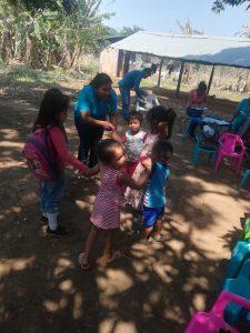 16 MOPI-Agente Maria Edilsa, canto rondas infantiles, Resguardo Wacoyo