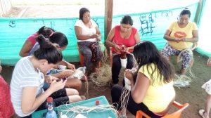 37 MOPI -Encuentro Comunitario, muñecas con materil reciclable, comunidad Brisas, Resguardo Wacoyo