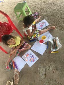 Comunidad Araguato, niñas desarrollando su habilidad manual, Resguardo Vencedor