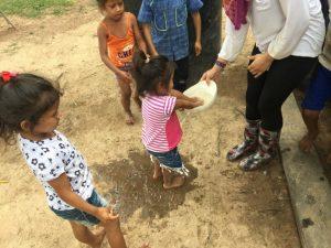 Comunidad Rochela, las niñas y niños aprenden acerca de la higiene personal, Resguardo Vencedor